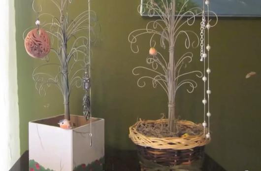 Manualidades con alambre rbol joyero - Arbol de navidad de alambre ...