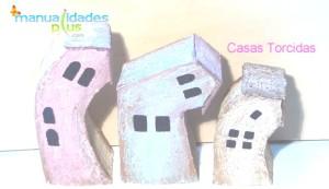 manualidades con carton casas torcidas