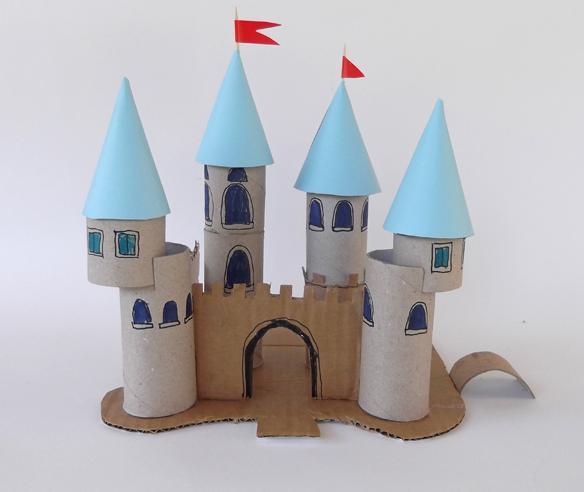 castillo con rollos de carton 1