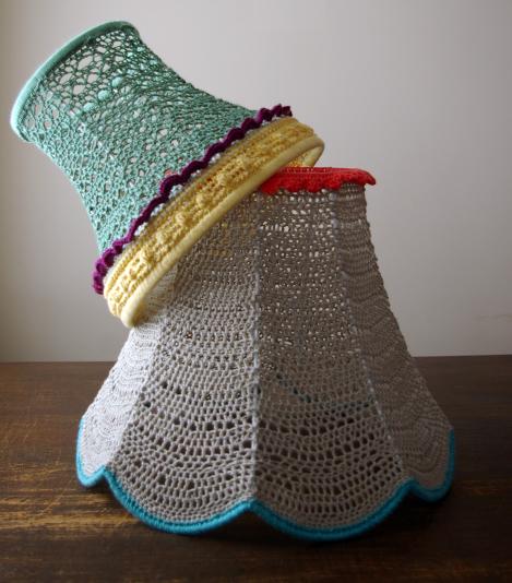 Pantallas lampara tejidas en crochet for Decorar pantalla de lampara