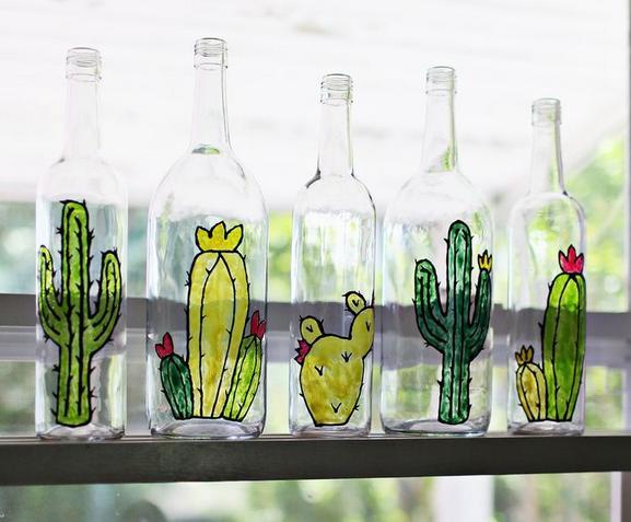 como pintar cactus en botellas de vidrio