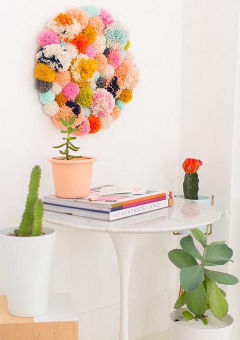 Manualidades para la casa cuadro con pompones for Manualidades en casa