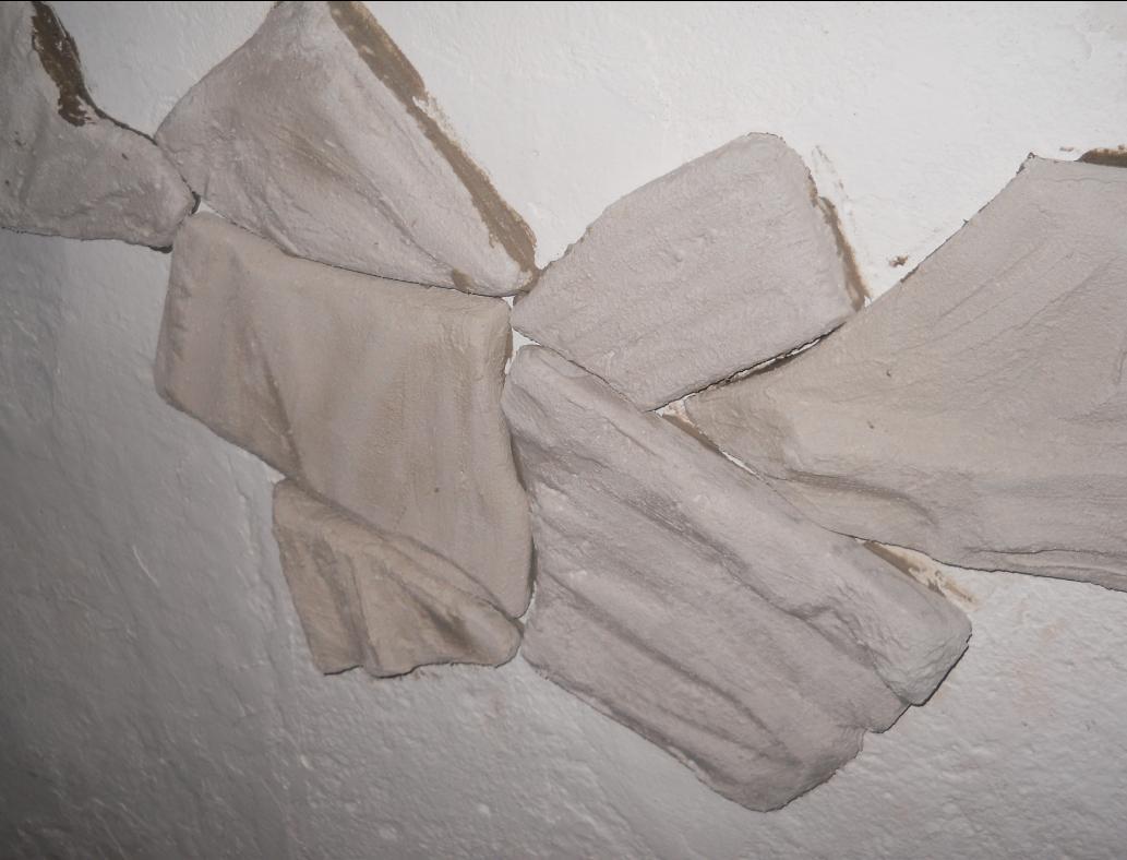 pegar-piedras-revestimiento-pared-1-http-www-manualidadesplus-com