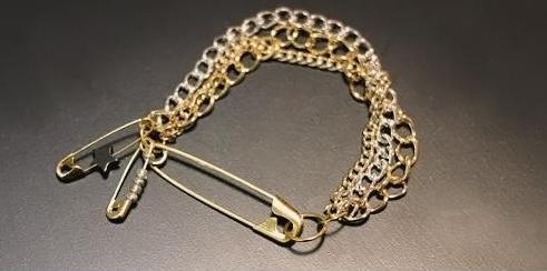 pulsera con cadenas