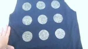 camiseta negra con glitters 2