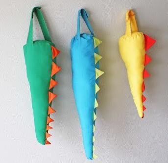 cola-dinosaurio-manualidades-cumpleanios 1